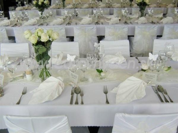 a1ddc5780b4f Čistá biela svadobná výzdoba